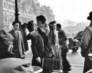 Philippe Parrot : Histoire courte n°3 : Rires bleus. dans Histoires courtes robert-doisneau-le-baiser-de-lhotel-de-ville-paris-19501-300x239