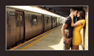 Amoureux sur un quai de gare