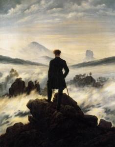 Voyageur face à une mer de nuages